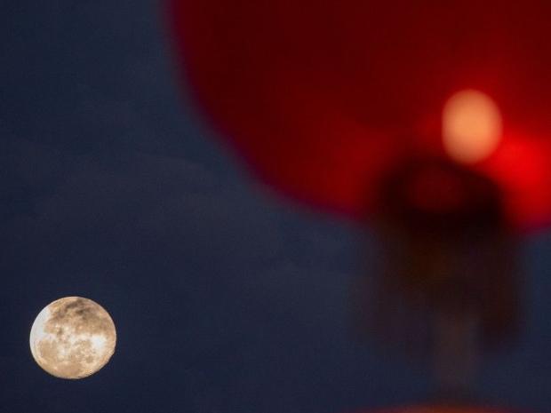 Bright moon ahead ofLantern Festival in China's Hainan