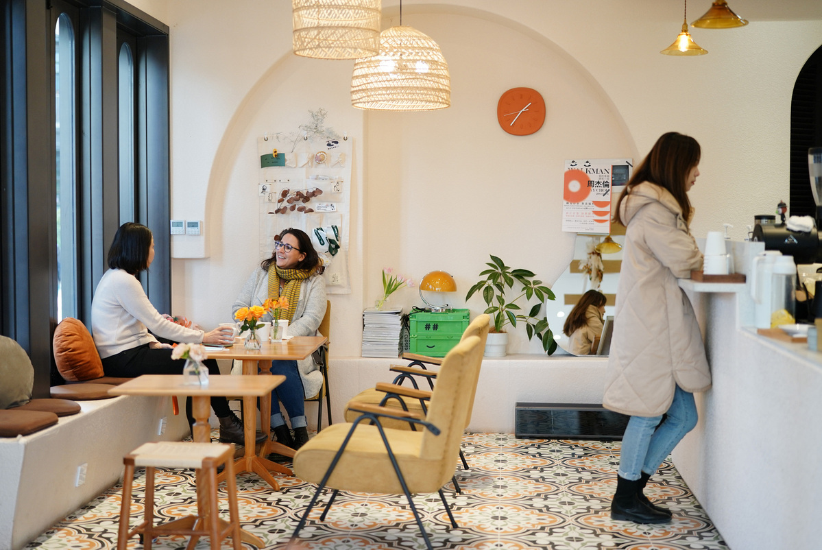 Independent cafes add flavor to ancient Chinese city