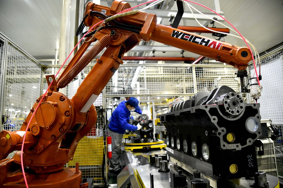 China's manufacturing PMI edges down to 50.6 in February