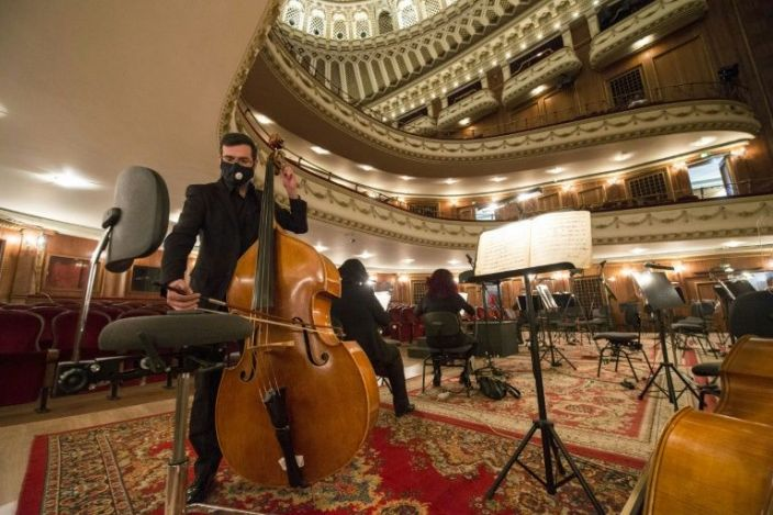 As third wave rages, show goes on at Sofia opera