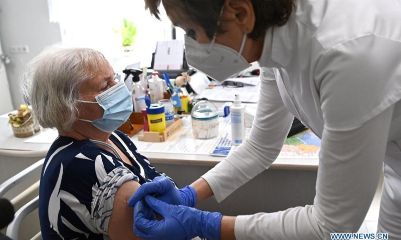 China's Sinopharm vaccine widely hailed by Hungarians