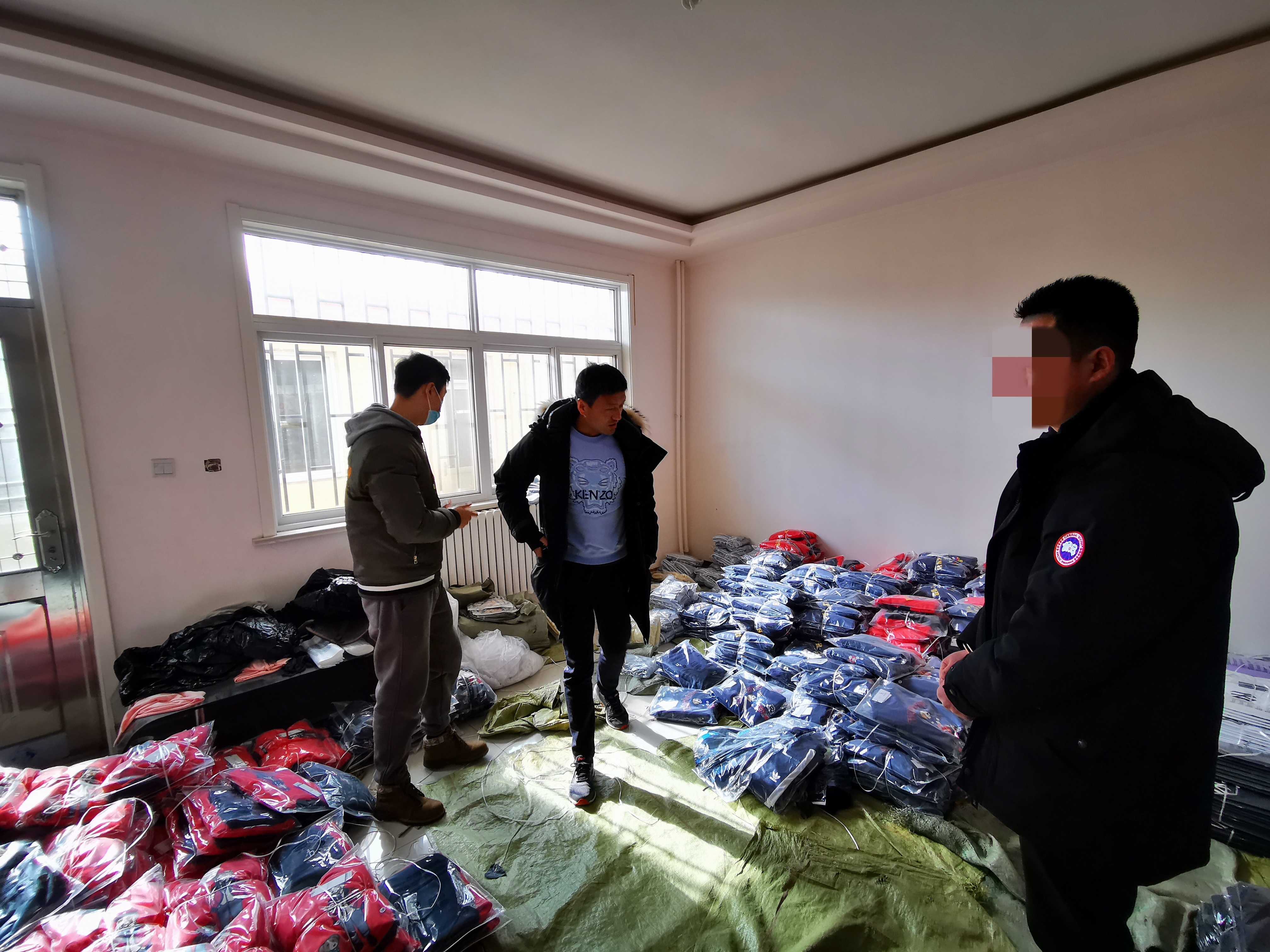 Six apprehended for allegedly selling fake garments