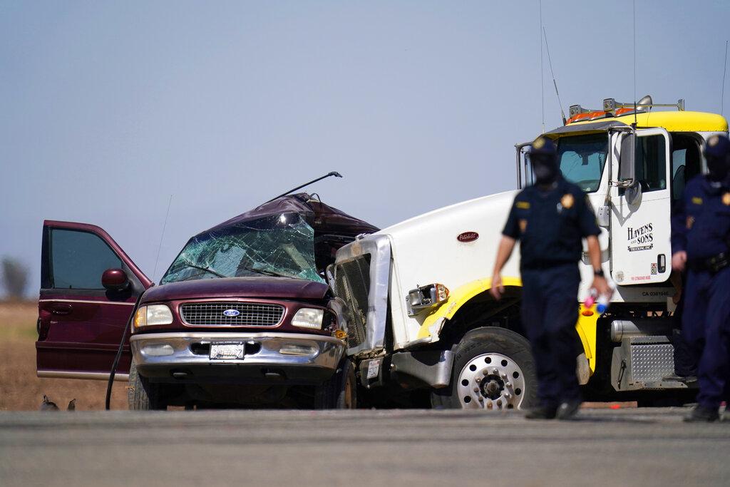 Over a dozen killed in car crash near US-Mexico border in California
