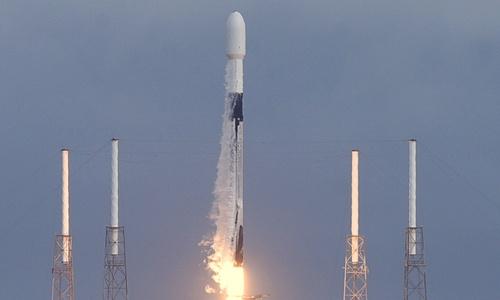 Japanese billionaire seeks crew for moon trip