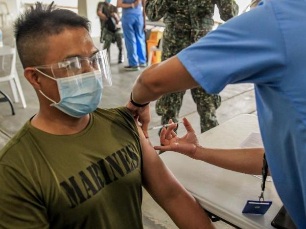 Philippines starts COVID-19 vaccination campaign