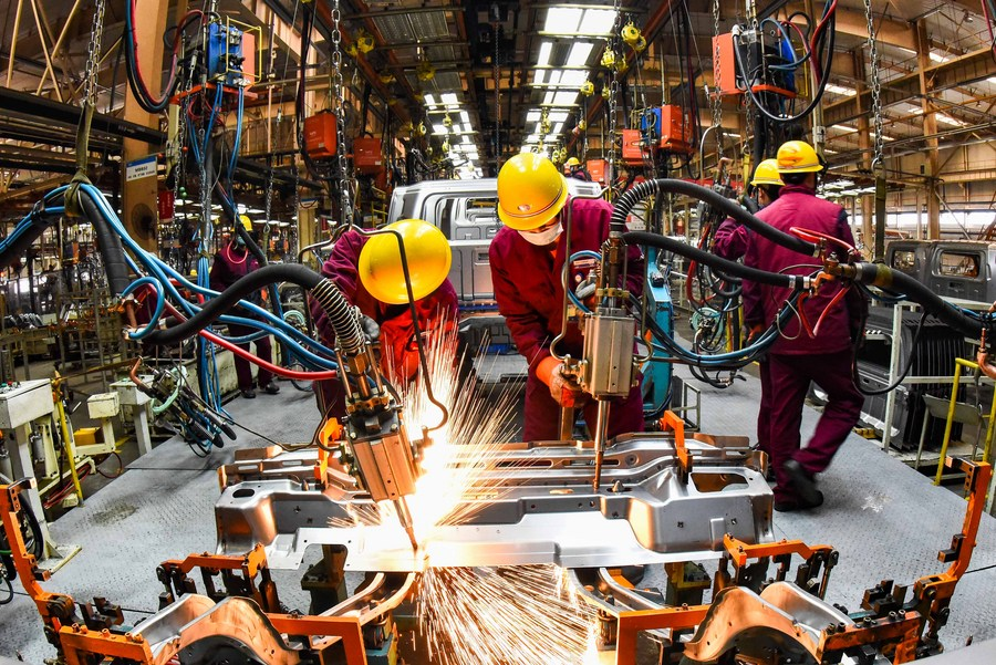 China targets GDP growth of over 6 pct in 2021, revs up modernization drive