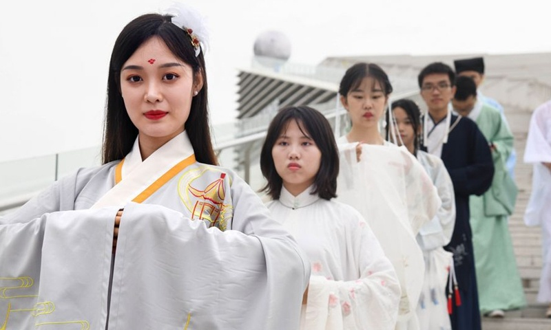 Chinese cultural expert refutes lawmaker's proposal to establish day dedicated to traditional Chinese costume at the two sessions