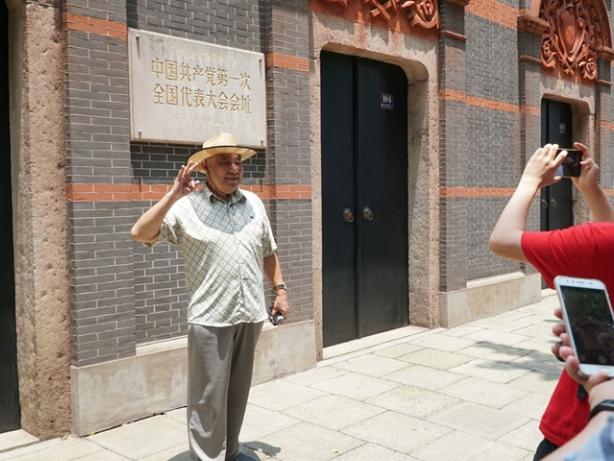 Shanghai NPC deputies coincide in proposals on legislation on red relics