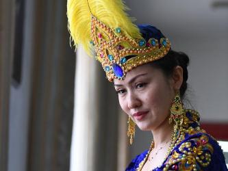 Pic story of folk dancer in Xinjiang