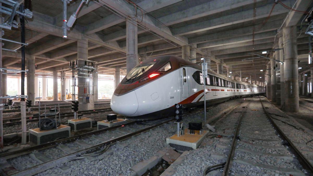 Guangzhou subway train's speed on trial run hits 176 km/h