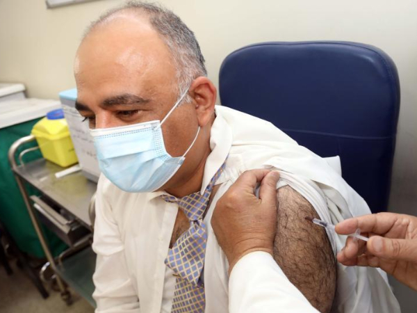 Medical workers receive doses of China-donated COVID-19 vaccine in Iraq