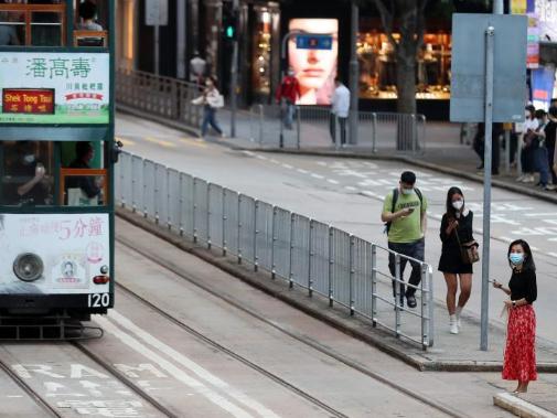 Most major service sectors in Hong Kong report increasing Q4 incomes