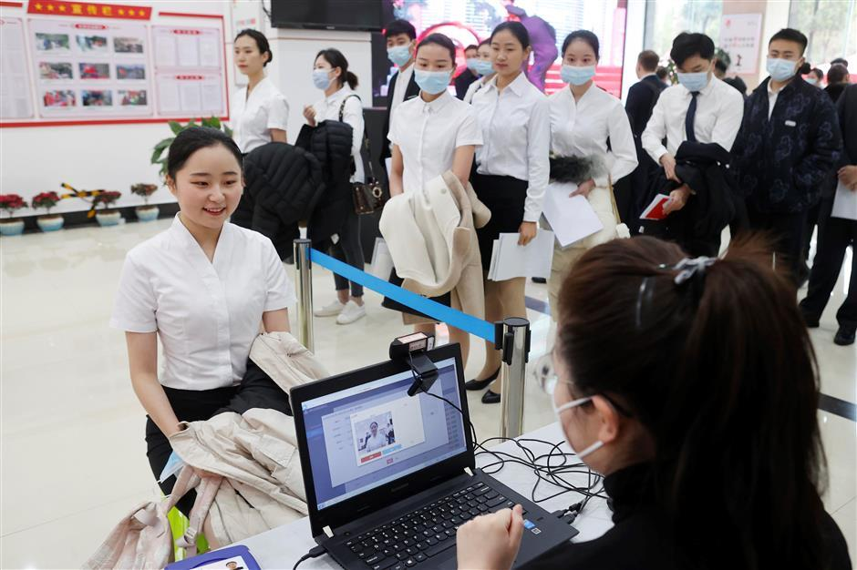 Airline recruiting from Guizhou Province to help crush poverty