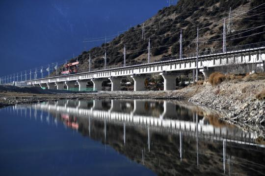 Sichuan-Tibet Railway 'extremely challenging' project, expert says