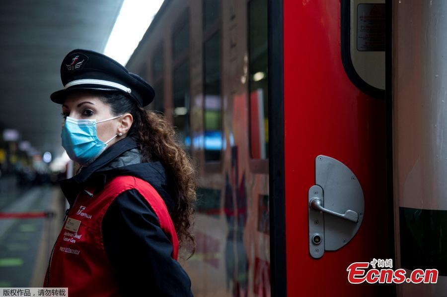Italy unveils medical trains to transfer COVID-19 patients
