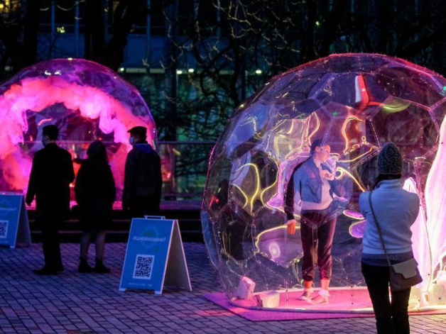 'Dance Bubbles' show held in Vancouver, Canada