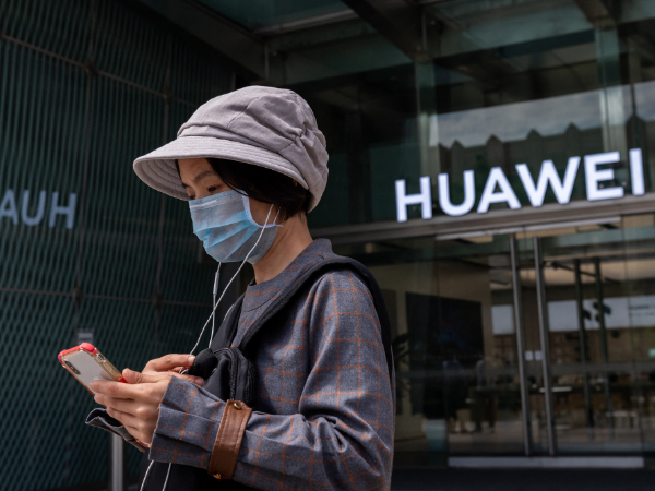 China reports surge in mobile phone shipments in February
