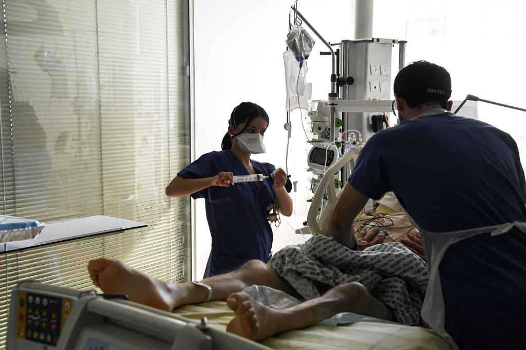 Paris may face new lockdown as ICUs fill up