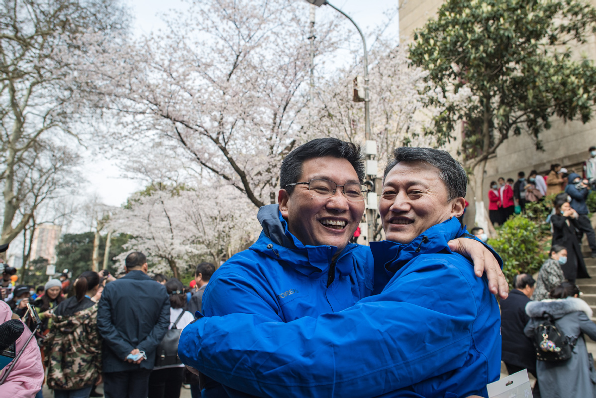 Medical workers return to Wuhan to join city's antivirus victory celebrations