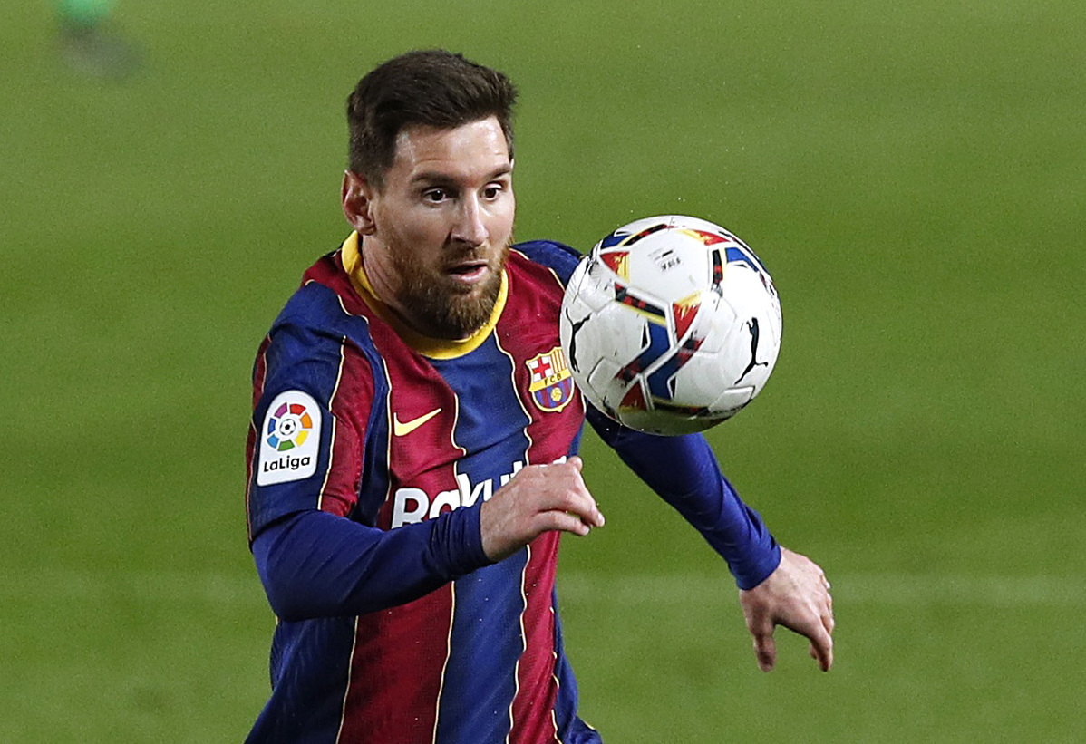 Messi scores twice as Barca move to within 4 points of Atletico Madrid