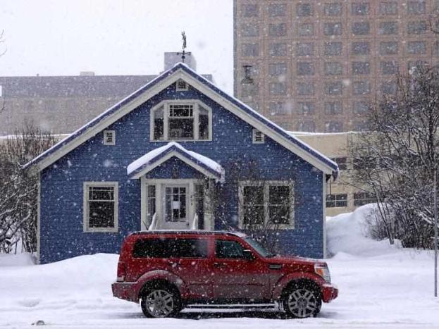 Heavy snowfall hits Anchorage, US