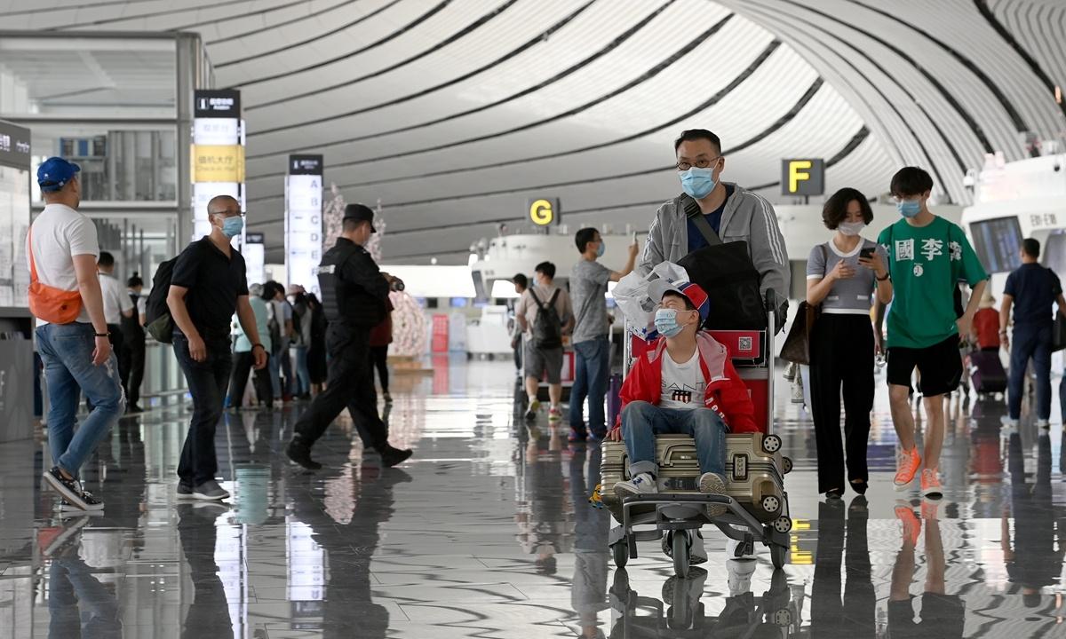 More flights serve Beijing amid easier quarantine policies