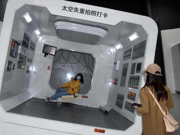 Space program exhibition opens in Beijing