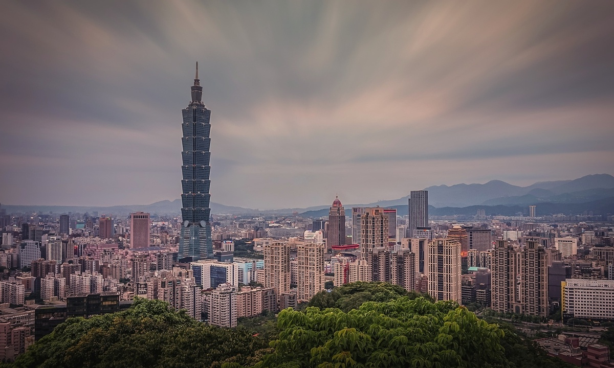 Taiwan's entry ban on travelers from the mainland is the biggest obstacle for cross-Straits communication
