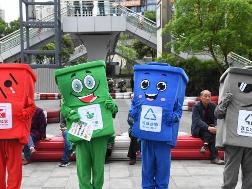 Chongqing citizens play game to raise garbage sorting awareness