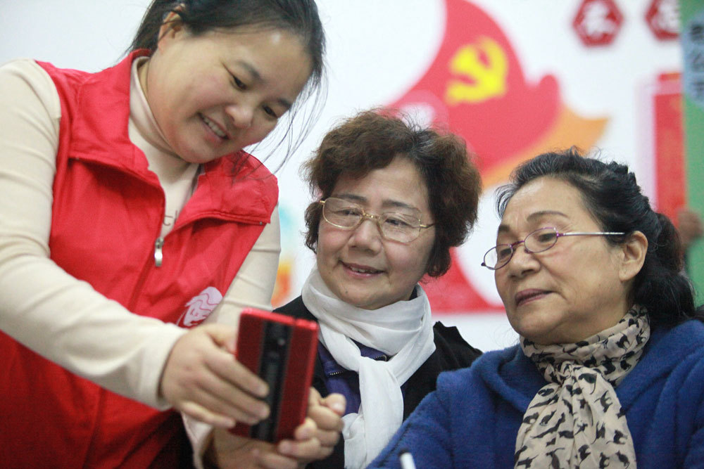 Seniors bridge the digital divide