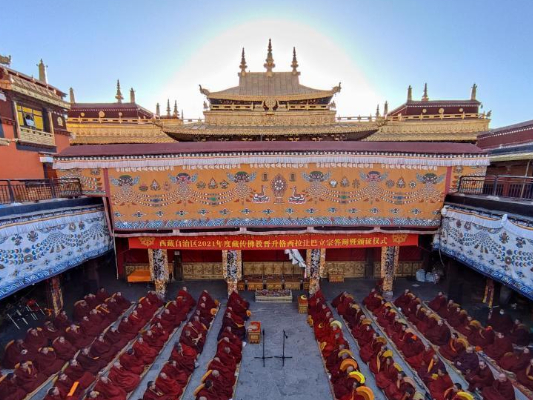 13 Tibetan monks receive Buddhism's highest degree