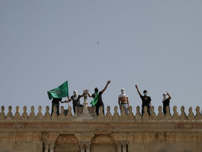 Clashes between Palestinians, Israeli police erupt at Jerusalem holy site