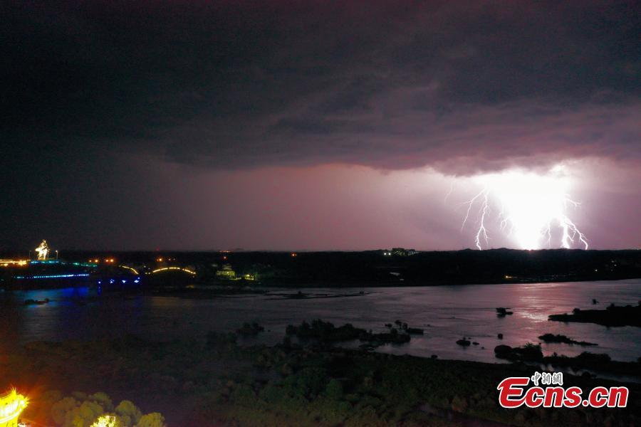Strong convective weather hits Qianshan in Jiangxi Province