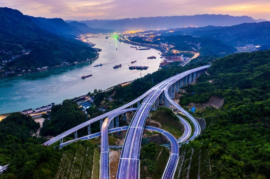 Expressway construction reveals China's rapid development