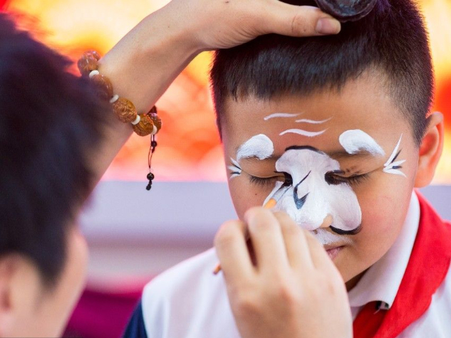 Students learn traditional Chinese opera