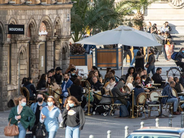 France allows cafes and restaurants to open terraces to consumers