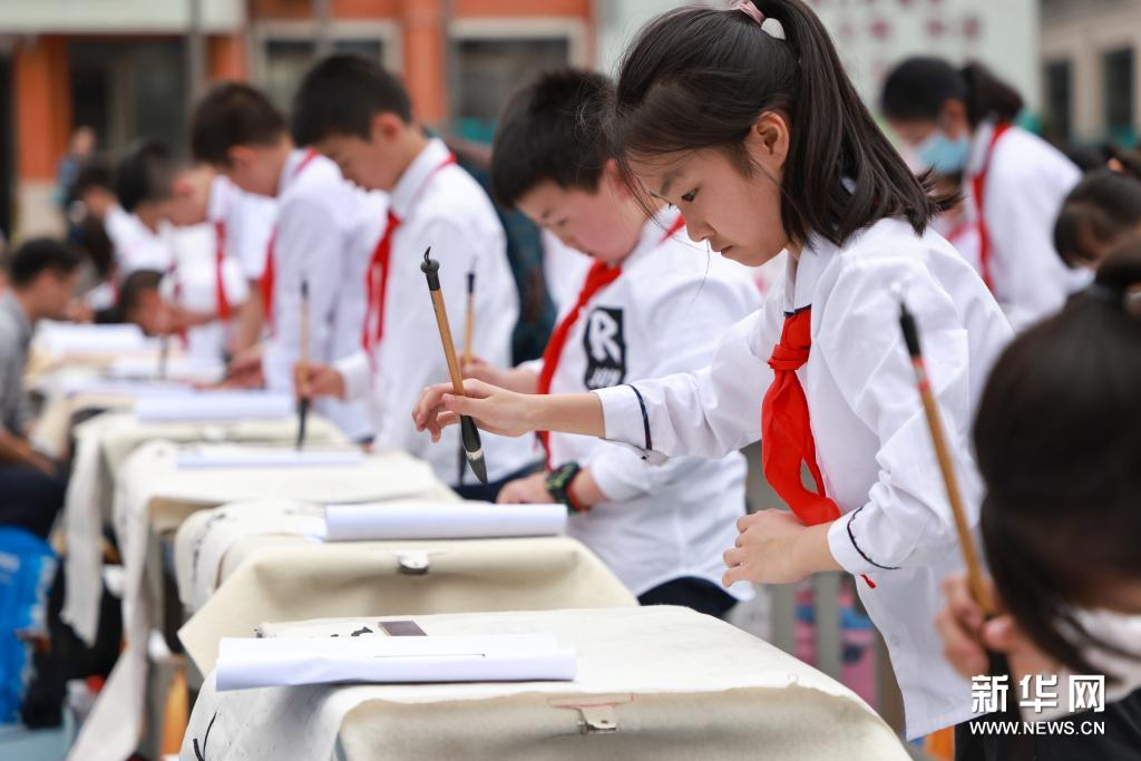 Students mark founding of Communist Party of China with calligraphic paeans