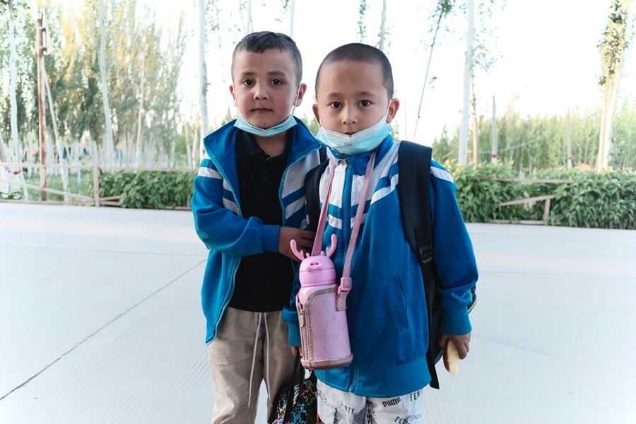 Smiling kids in Xinjiang