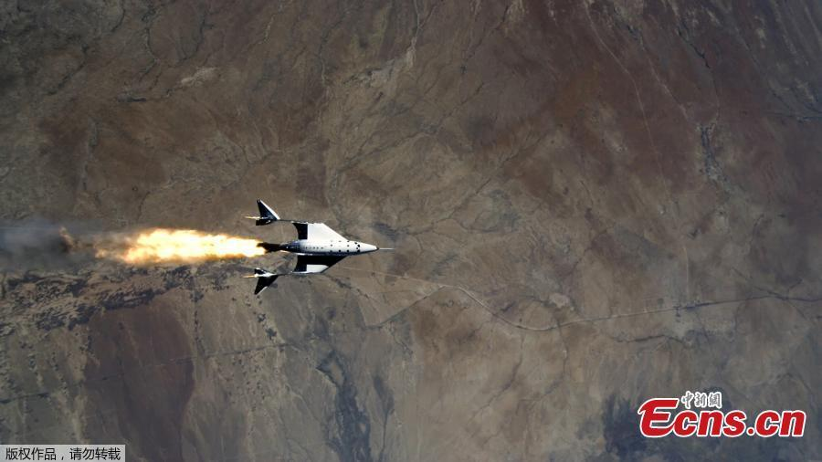 Space tourism draws near as Virgin Galactic makes fitst manned flight