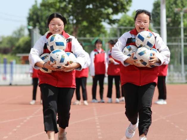 Leisure activities held for college entrance exam candidates to release pressure