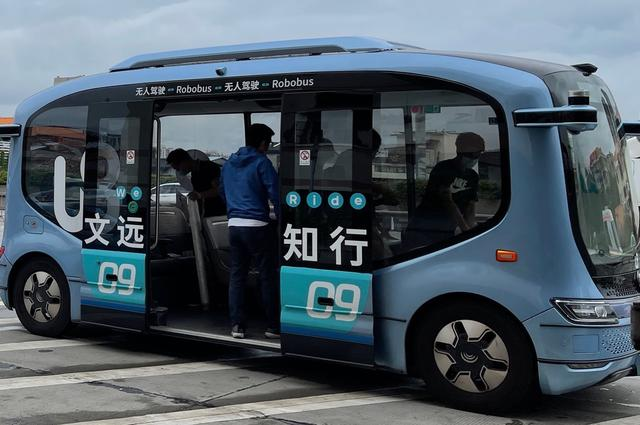 Unmanned vehicles make contactless deliveries to quarantine areas in Guangzhou