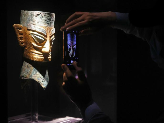 More than 130 Sanxingdui culture relics debut in Shanghai