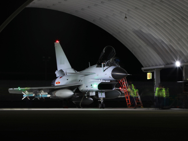 Fighter jets get ready for night training