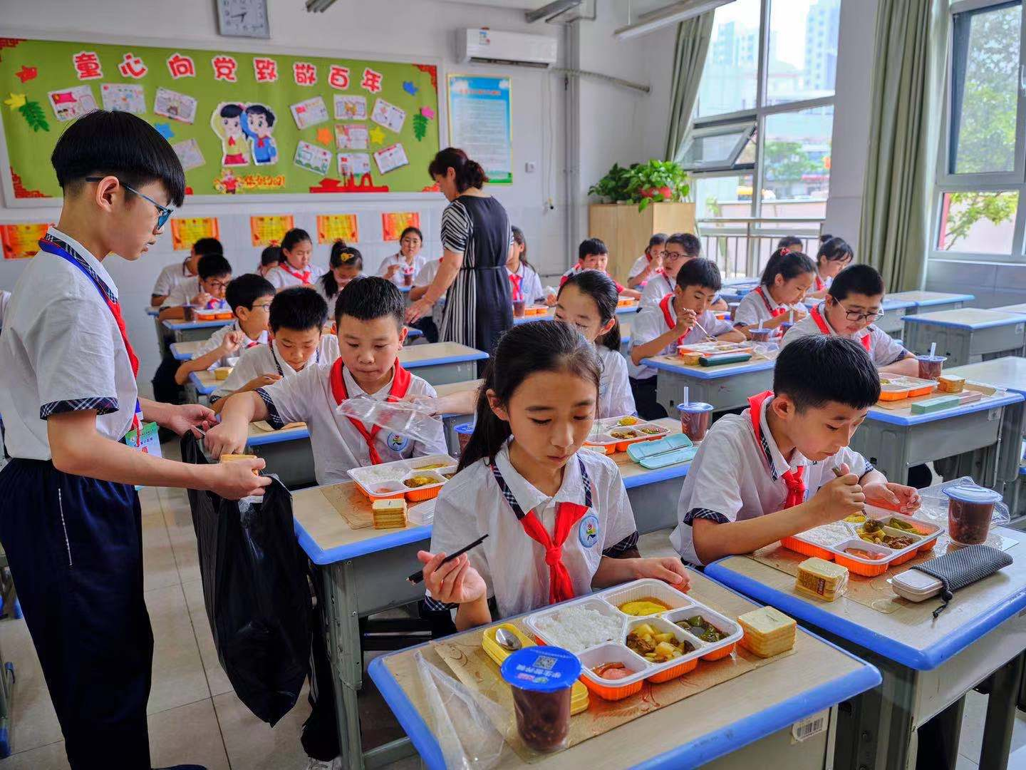 Lunch delivery program enriches life of students in Shandong