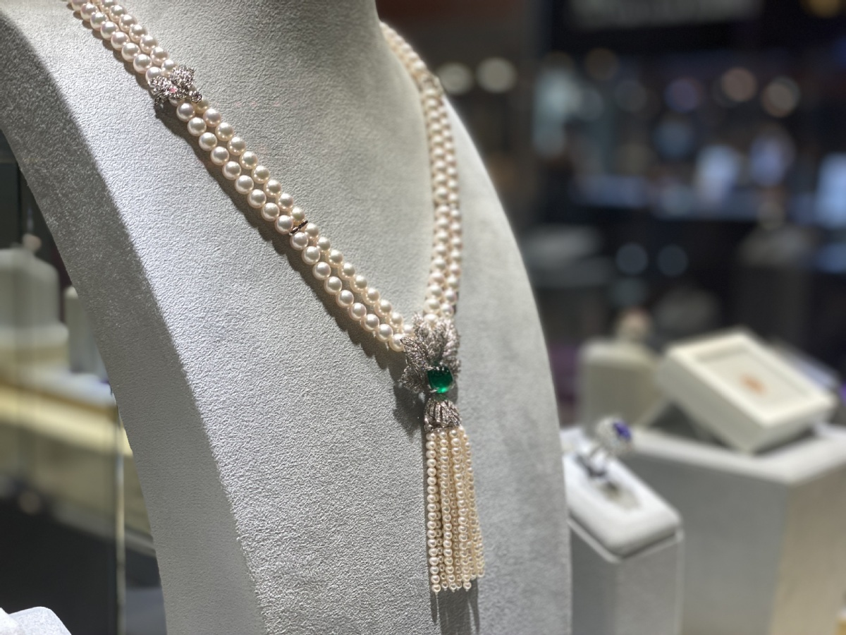 Precious gems on show at Shanghai jewelry exhibition