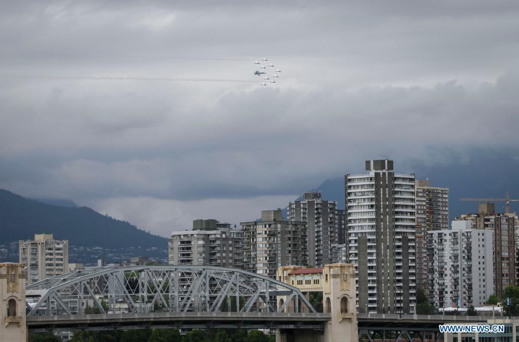 Canadian Forces Snowbirds fly past Vancouver skyline