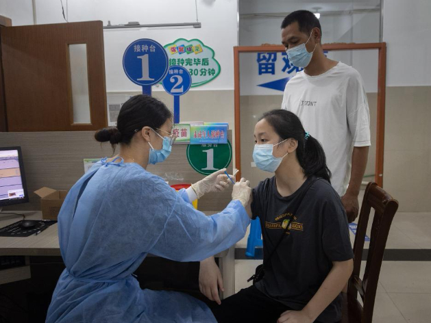 COVID-19 vaccination for minors aged 12-17 underway in China