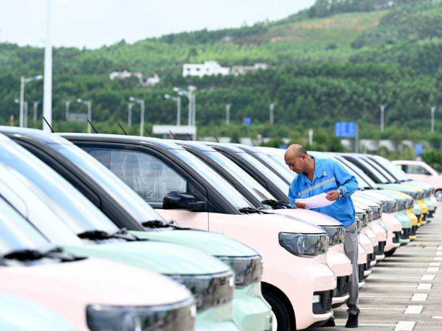 New energy automobile industry boosted in Liuzhou, South China