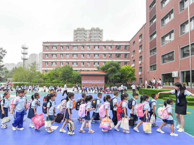 Primary, middle schools greet new semesters in Changchun, Jilin