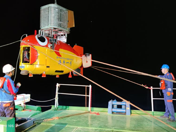 Chinese submersible explores deepest region of Earth